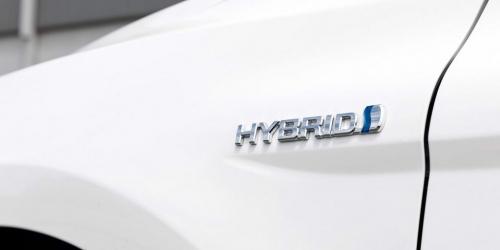 2018 hybrid badge AutoMotorTv